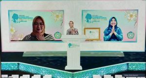 Hebat! Bunda Niken Terima Penghargaan Indonesia Most Inspirational Regional Women Award 2021