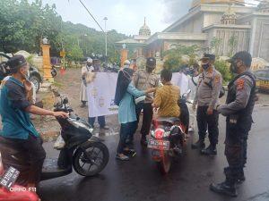 Salut, Serikat Buruh dan Polisi Bagi Takjil dan Masker dalam May Day