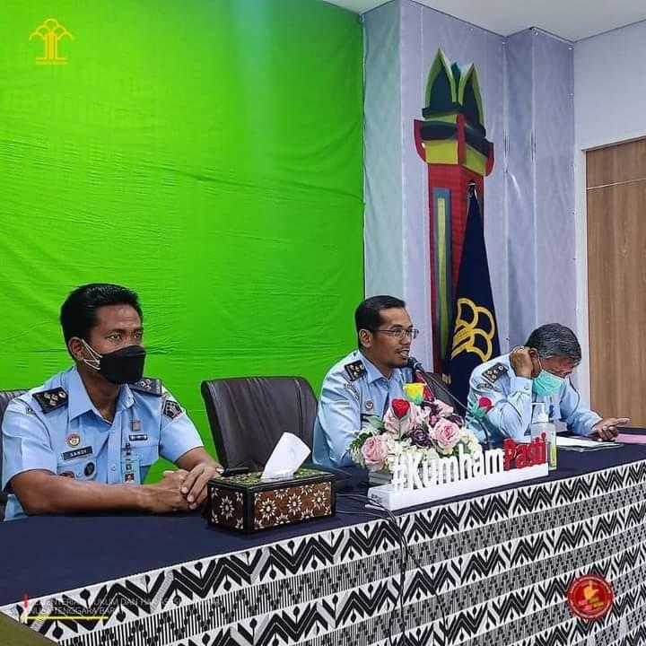 ajaran Divisi Kemenkumham NTB menggelar apel virtual yang dipimpin oleh Kepala Divisi Administrasi,Selasa (27/07).